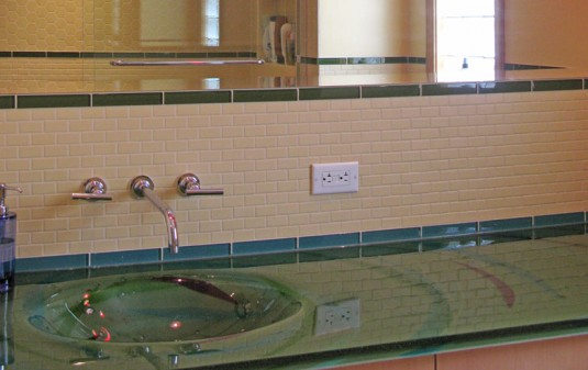 Magnolia Cast Glass Bath